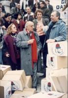 Stanzani, Andreani, Bonino cerimonia di consegna firme referendum in Cassazione. Nelle altre Bruno Zevi con cartello al collo e fiaccola, Vigevano e f