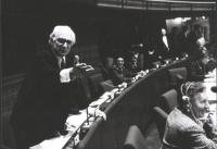 tritratto di Pannella che parla nell'aula del PE  (BN)