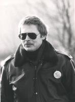 poliziotto olandese indossa la spilletta con il logo del PR (BN) molto curiosa