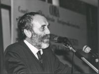 ritratto di Virgilio Bettini, /verdi) che parla dalla tribuna del secondo congresso (seconda sessione) del CORA. 1048 bis