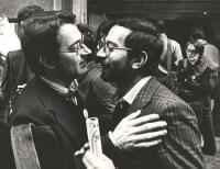 A sinistra: Angelo Pezzana, leader del FUORI e iscritto PR (BN)