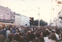"""""""immagini della """"""""rivoluzione di velluto"""""""", folla per strada. Per nulla significativa"""""""