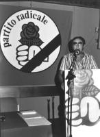 assemblea generale degli iscritti PR. Un tizio parla alla tribuna, dietro logo PR. L'asssemblea degli iscritti (durò solo un anno) era formata da un c
