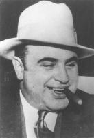 ritratto di Al Capone. Foto usata in varie pubblicazioni antiproibizionista (BN)