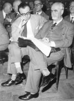 Ernesto Rossi seduto durante una assemblea. (BN)