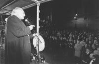piazza del Quirinale. Pannella parla in piazza, davanti alla Consulta, la notte di Capodanno per difendere i referendum riformatori su cui si esprimer
