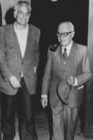 Il presidete della Camera Sandro Pertini e Pannella al termine di un colloquio svoltosi in un albergo di Genova. (BN) figura intera, sfocata