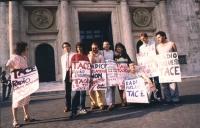 """""""manifestazione davanti a Montecitorio dei redattori di Radio Radicale (da sinistra: Magda Gabrini, Giancarlo Loquenzi, Aurelio Aversa, Paolo Pietrosa"""