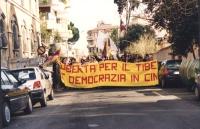 """""""manifestazione con militanti radicali e tibetani da piazza Navona alla ambasciata cinese a Roma. Striscione: """"""""libertà per il Tibet e democrazia in C"""