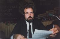 ritratto di Iliaz Ramajli, presidente in esilio del Parlamento del Kossovo, iscritto al PR.