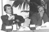 A sinistra:  Aleksander Kalinin, già membro della DUMA, Consigliere Federale del PR: a destra: Zdenek Guzi (deputato della Cecoslovacchia) (BN)