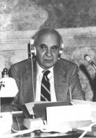 ritratto di Wassili Leontief (premio Nobel per l'economia, iscritto al PR) (BN)