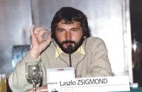 ritratto di Laszlo Zsigmond (deputato dell'Unione Democratica Magiara di Romania), in occasione di un'assemblea del Consiglio Federale del PR.