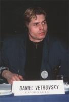 ritratto di Daniel Vetrovsky (Cecoslovacchia), con una spilla del Partito Radicale.
