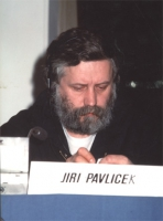ritratto di Jiri Pavlicek (presumibilmente nel corso di un'assemblea del Consiglio Federale del PR).