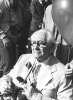 Marcia di Pasqua '82. Primo Piano del premio Nobel Philip Noel Baker durante la marcia (BN)