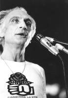 """""""Manifestazione dei radicali a S.Paolo """"""""10 giorni della nonviolenza"""""""". Pannella in digiuno indossa una maglietta con il logo rosa nel pugno durante u"""