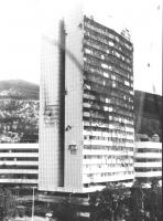 il Parlamento bosniaco colpito dai razzi durante l'assedio (BN)