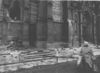 la cattedrale di Osijek danneggiata dai bombardamenti. (BN) foto agenzia