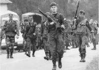 miliziani della guardia nazionale croata muovono verso Pakrac per difenderla dagli attacchi serbi. (BN) foto agenzia