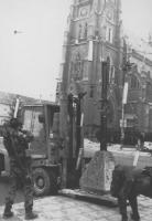 Un albero di Natale formato da armi e munizioni distrutte, costruito dai soldati croati è stato posto nella piazza centrale di Osijek. (BN) foto agenz