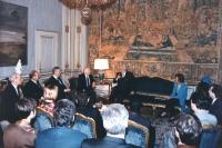 Scalfaro riceve al Quirinale delegazione congressisti stranieri del 36° congresso PR II sessione. Visione molto larga della sala con Pannella che parl