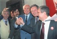 Pannella, Mario Segni ed Augusto Barbera (PDS), sorridenti si stringono le mani in segno di alleanza. Ottima, importante