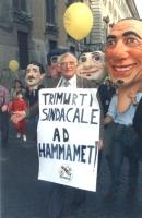 """""""marcia a sostegno della finanziaria e contro la politica demagogica dei sindacati (cgil, cisl, uil). Pannella con cartello al collo: """"""""trimurti sinda"""
