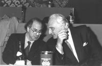 ritratto di Pannella e Giacomo Marramao alla presidenza del 3° Congresso italiano del Partito Radicale (BN)