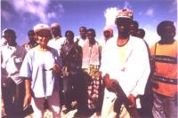 """""""Emma Bonino in missione """"""""ECHO"""""""" in Somalia, insieme a guerriglieri neri armati"""""""