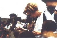 """Emma Bonino in missione umanitaria """"ECHO"""" in Burundi"""