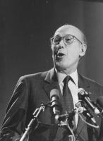 ritratto di Valéry Giscard d'Estaing, già presidente della V Repubblica di Francia. (BN)