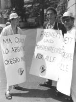 Ottoni, Rutelli e Tamburi con cartelli al collo manifestano davanti all'ambasciata della Germania Est a Roma. (BN)  Ottima