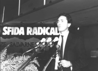 Rutelli parla dalla tribuna del 32° Congresso del PR.