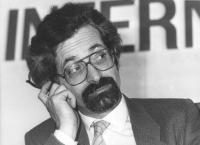 ritratto di Mario Signorino, segretario degli Amici della Terra. (BN)
