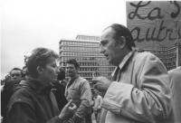 Emma Bonino durante l'arresto di Olivier Dupuis per diserzione durante una manifestazione. (BN) 1449bis (scansionata)