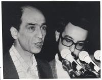 primo piano stretto del dissidente sovietico Leonid Plioutsch mentre interviene al 32° congresso PR (BN)