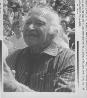 ritratto di George Wald, premio Nobel statunitense, prende parte ad una manifestazione vicino al consolato USA (BN) foto agenzia
