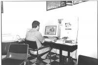 """""""ritratto di Aurelio Candido al computer che lavora a """"""""1994 il quotdiano radicale"""""""" (BN)"""" 2 copie"""