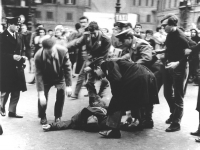 manifestazione divorzista sotto Montecitorio. Manifestante preso a calci dalla polizia mentre è a terra. (BN) [i provini sono in 2632]