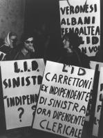"""""""manifestazione notturna contro le modifiche alla legge Fortuna proposte dalla senatrice indipendente di sinistra Tullia Carrettoni (considerate dai r"""