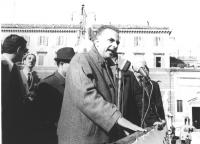 Comizio di Loris Fortuna a piazza del Popolo. (BN)