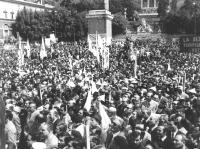 comizio in piazza del Popolo per il Sì al referendum sul Divorzio. Vista dell'enome folla. (BN)