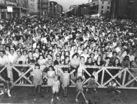 Folla ad un comizio per il SI al referendum sul divorzio. (BN)