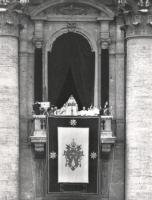 Papa Paolo VI parla dal balcone di S.Pietro (BN)