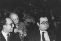 Giuseppe Benedetto, avvocato penalista, liberale (in primo piano, a destra?????), nella platea del 32° Congresso del PR.