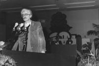 ritratto di Maurizio Gubinelli (militante radicale e giornalista di Bergamo), alla tribuna del 32° Congresso del PR (BN)