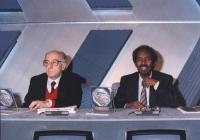Stanzani e  Mohamed Aden Sheik (Somalia) durante una tribuna politica in Rai con logo PR Ghandi