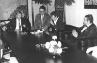 Bruno Zevi ed Emma Bonino a colloquio con il presidente della Cecoslovacchia Vaclav Havel (drammaturgo, ex dissidente, ex detenuto politico) durante u
