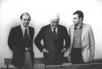 """""""processo a Fabio Isman (a destra nella foto), giornalista de """"""""Il Messaggero"""""""" per la pubblicazione dei memoriali dell'interrogatorio di Peci. Al cen"""